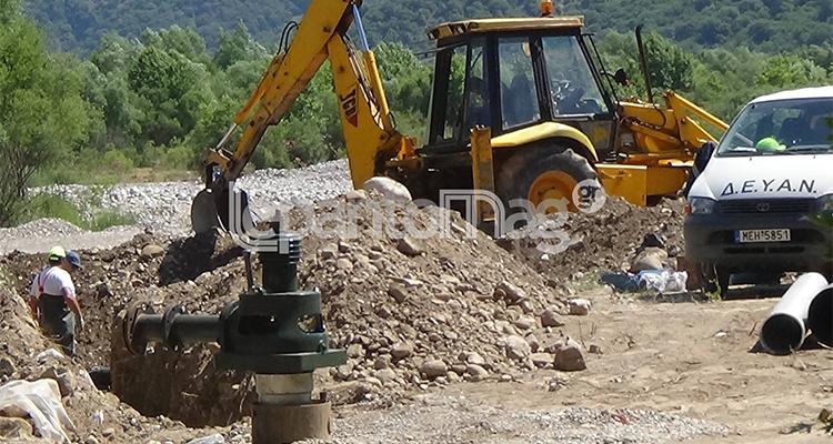 Σε εξέλιξη οι εργασίες κατασκευής των νέων γεωτρήσεων στον Εύηνο (φωτο-video)