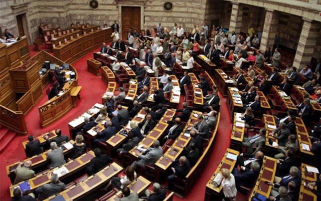Καθαρή τοποθέτηση των πολιτικών αρχηγών ζητά ο Τσίπρας απόψε στη Βουλή