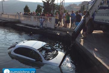Αυτοκίνητο με τρεις γυναίκες έπεσε στη θάλασσα στον κόμβο Αμφιλοχίας