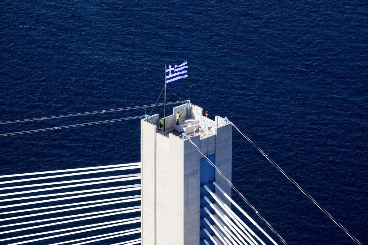 Η γαλανόλευκη στη Γέφυρα για την 11η επέτειο εγκαινίων