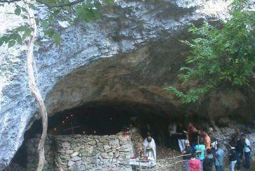 Θεία λειτουργία στην ερειπωμένη Αγία Ελεούσα Κομπoτής στα Ακαρνανικά Όρη