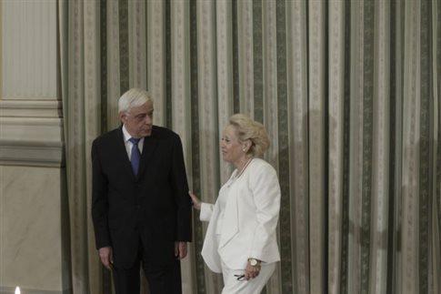 Ο Πρόεδρος της Δημοκρατίας Προκόπης Παυλόπουλος με την υπηρεσιακή πρωθυπουργό Βασιλική Θάνου   (Φωτογραφία:  ΑΠΕ )