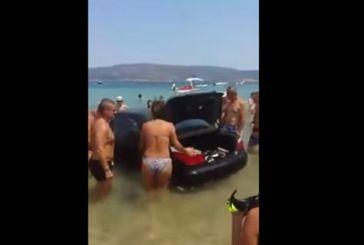 Απίστευτο: Μπέρδεψε το γκάζι με το φρένο και κατέληξε στη θάλασσα! (Βίντεο)