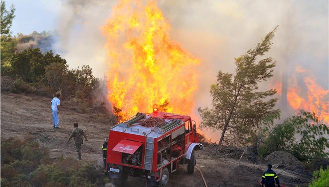 Υπο μερικό έλεγχο η φωτιά στην Κατούνα