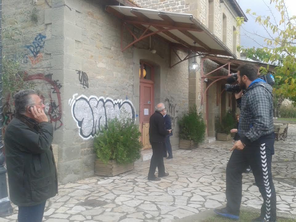 Η εικόνα στις 11.00 έξω από το εκλογικό κέντρο στο Αγρίνιο