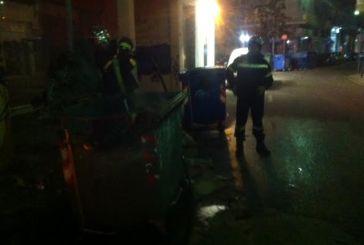 Στις φλόγες τρεις ακόμη κάδοι στο Αγρίνιο