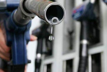 Γιατί ενώ διεθνώς η τιμή του πετρελαίου κατρακυλά, εδώ η τιμή των καυσίμων δεν πέφτει