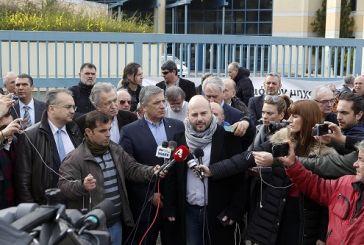 Διαμαρτυρία επιστημόνων και ελεύθερων επαγγελματιών έξω από το Υπουργείο Υποδομών