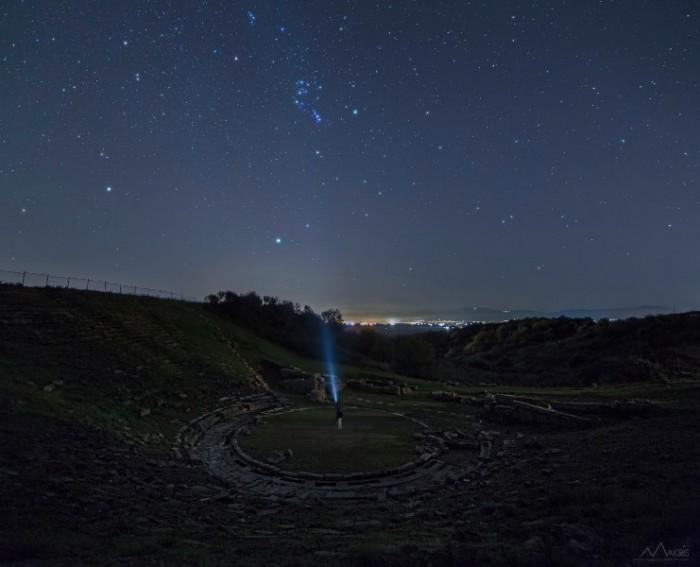 Aggelos-Makris-Nightscapes_arxaio-theatro-Stratou-700x567