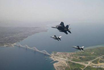 Τα αμερικανικά μαχητικά πάνω από τη Γέφυρα