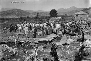 Eικόνες από τις ανασκαφές στον αρχαιολογικό χώρο Θέρμου, αρχές του 1900