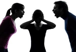 Τρεις συλλήψεις για… ενδοοικογενειακή υπόθεση
