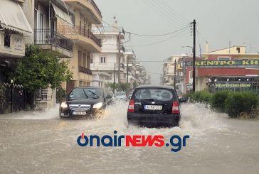 """""""Βενετία"""" το Μεσολόγγι από την καταιγίδα -απεγκλωβισμός οδηγού (video)"""