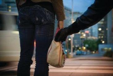 Αναζητείται νεαρός που άρπαξε τσάντα από γυναίκα στο Αγρίνιο