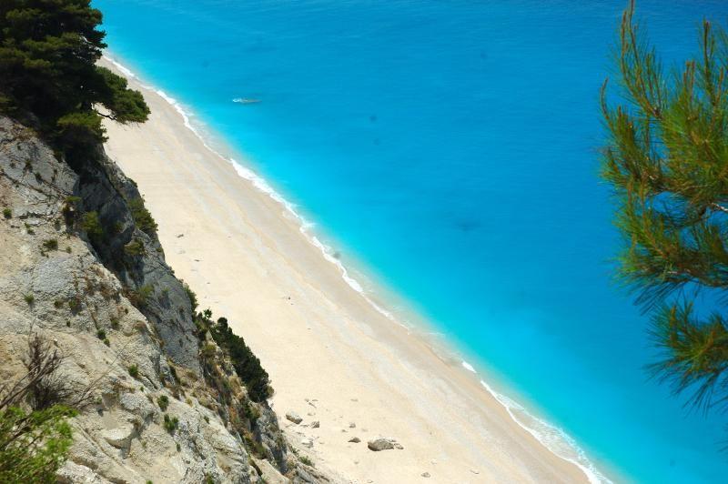 Η παραλία των Εγκρεμνών όπως την κατέγραψε drone