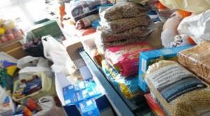 5,5 τόνοι τροφίμων και ρούχων προσφορά στο Θέρμο