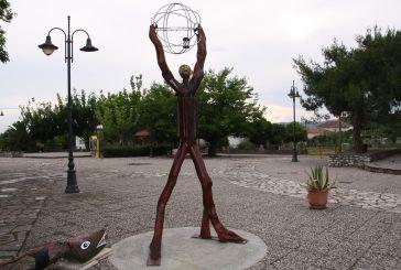 Ο μυθικός Άτλας στην πλατεία Αγίου Γεωργίου Καλυβίων!