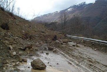 Κατολισθήσεις και χιονοπτώσεις σε Ορεινό Θέρμο και Ναυπακτία- ποιοι δρόμοι έχουν αποκλειστεί