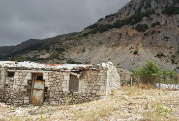Το ερειπωμένο χωριό Βάτος στα Ακαρνανικά όρη