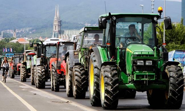 Η ταλαιπωρία αγρότη από τα Παρακαμπύλια που κατηγορείται για…παρεμπόδιση κυκλοφορίας