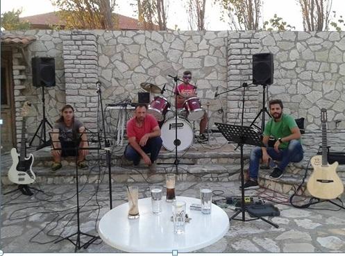 Η ροκ μπάντα του Θέρμου «Τρεις κι ο Κούκος» κέρδισε τις εντυπώσεις