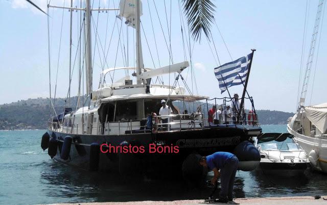 Γνωστός εφοπλιστής με το πολυτελές σκάφος του στον Αστακό