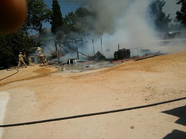 Βόνιτσα: Παράπηγμα σε οικισμό Ρομά καταστράφηκε από πυρκαγιά
