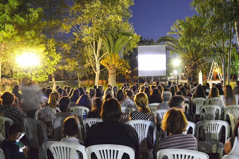 Εθελοντισμός στο Νεοχώρι: θερινό σινεμά στο εγκαταλειμμένο πάρκο