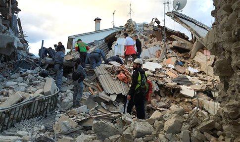 Ισχυρός σεισμός συγκλονίζει την Ιταλία, τουλάχιστον έξι νεκροί