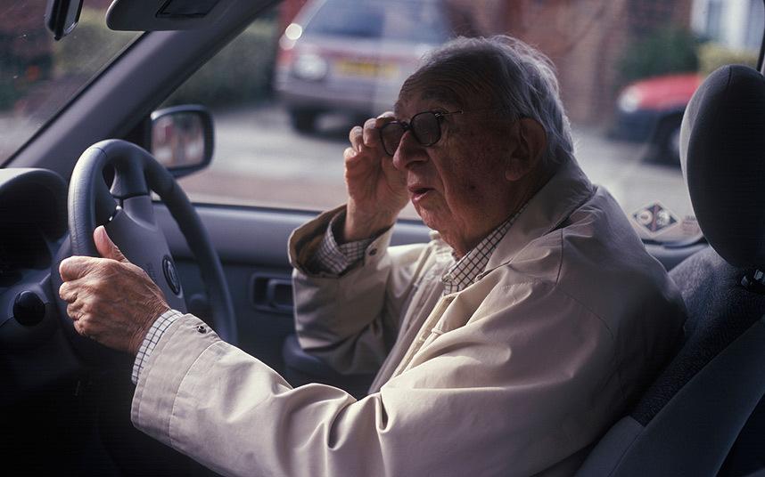 Μην αφήνεις τον παππού να οδηγεί!