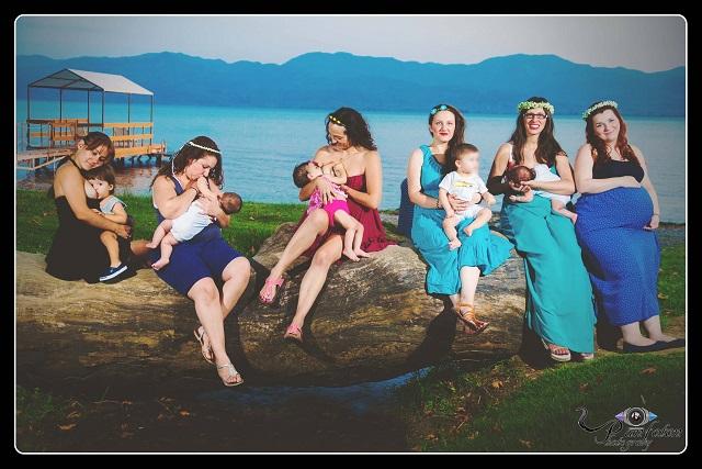 Θηλάζουσες μητέρες φωτογραφήθηκαν στην Τριχωνίδα για ημερολόγιο με φιλανθρωπικό σκοπό