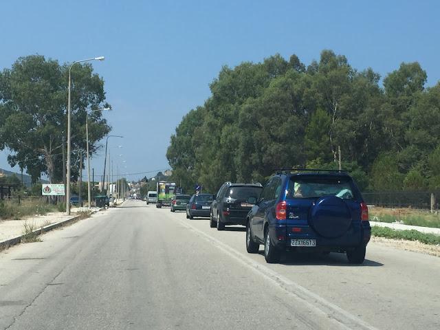 Ουρές τα αυτοκίνητα στη Βόνιτσα με κατεύθυνση Πάλαιρο και Λευκάδα
