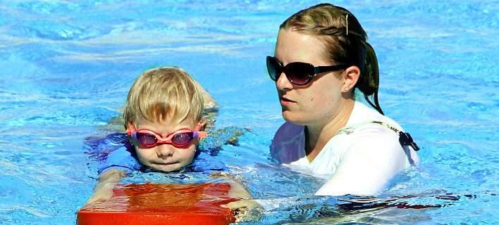 Υποχρεωτικά μαθήματα κολύμβησης από τον Σεπτέμβριο στα δημοτικά σχολεία