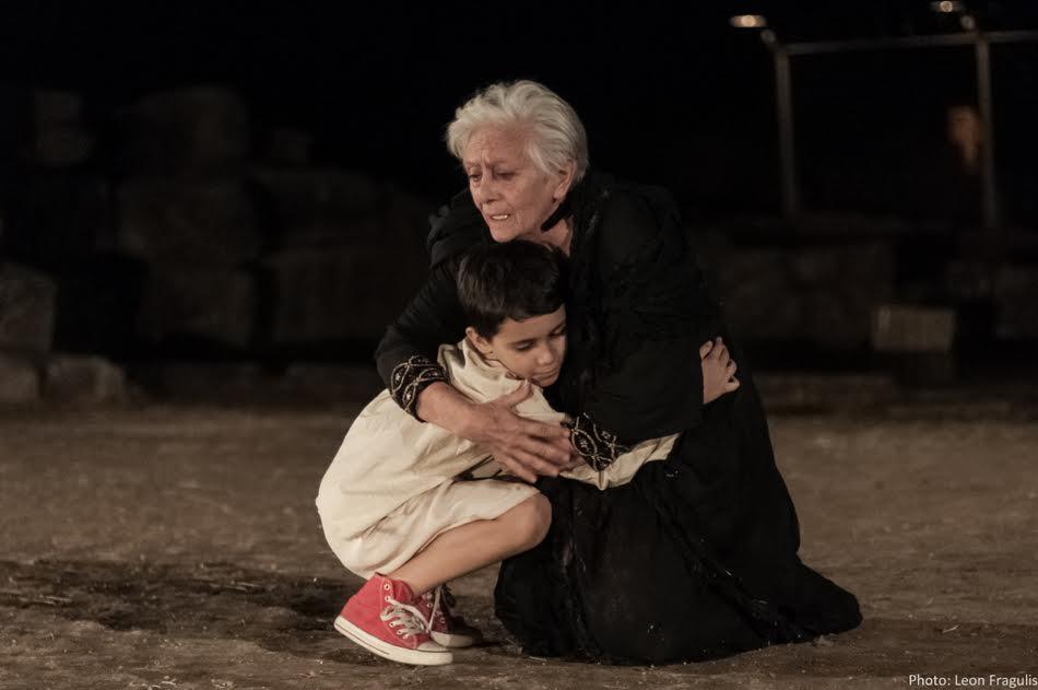 Καθολικά τα μηνύματα της παράστασης του ΔΗΠΕΘΕ Αγρινίου «Εκάβη, μια πρόσφυγας»