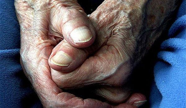 Ναύπακτος: Ρομά άρπαξαν σακούλα με φάρμακα και χρήματα από ηλικιωμένο