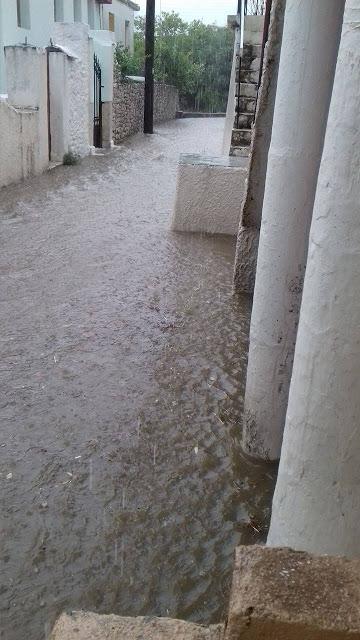 """""""Ποτάμι"""" η γειτονιά του Αγίου Ανδρέα στον Αστακό κατά τη χθεσινή βροχόπτωση"""