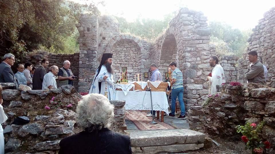 Εορτάζοντας την Αγία Σοφία στον ερειπωμένο ναό της ομώνυμης κοινότητας του Θέρμου (φωτό)