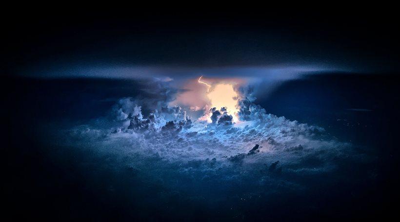 Δείτε πώς φαίνονται οι καταιγίδες από το cockpit των αεροπλάνων