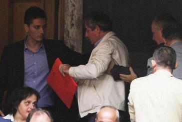 Eπεισόδιο στη Βουλή από πρώην βουλευτές του ΣΥΡΙΖΑ