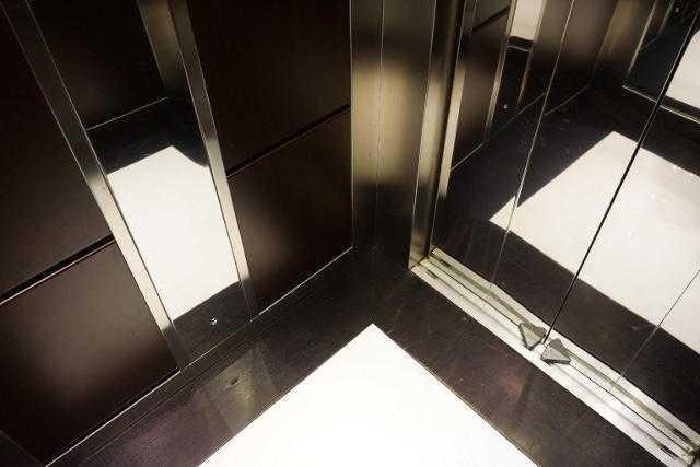Το ξέρατε; Δείτε γιατί τα ασανσέρ έχουν καθρέφτες