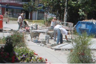Mεσολόγγι: Αποκατάσταση φθορών στην πλακόστρωση της περιοχής του Αγίου Σπυρίδωνα
