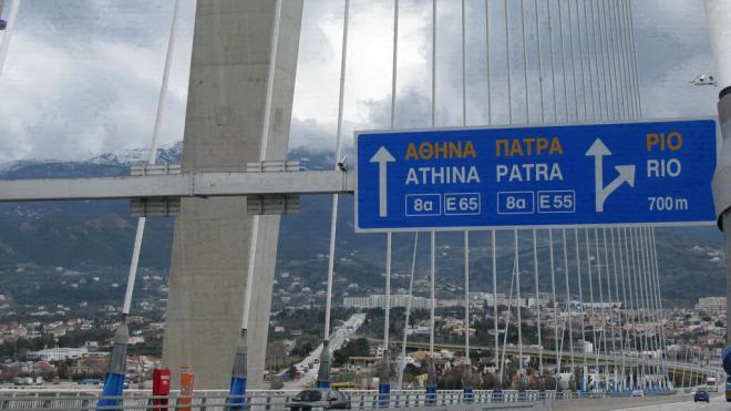 41χρονη απειλεί ότι θα αυτοκτονήσει πέφτοντας από τη Γέφυρα Ρίου – Αντιρρίου