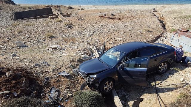 Μύτικας: εκτροπή οχήματος που κατέληξε στην παραλία