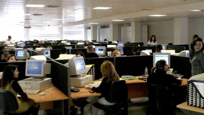 ΣτΕ: Οριστικό τέλος στον 13ο και 14ο μισθό για τους δημοσίους υπαλλήλους