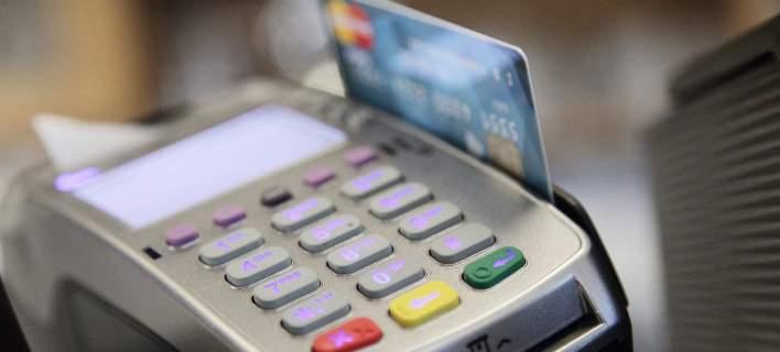 Πρόστιμο 1.000 ευρώ από την Τετάρτη για όσες επιχειρήσεις δεν ενημερώνουν ότι δέχονται πλαστικό χρήμα