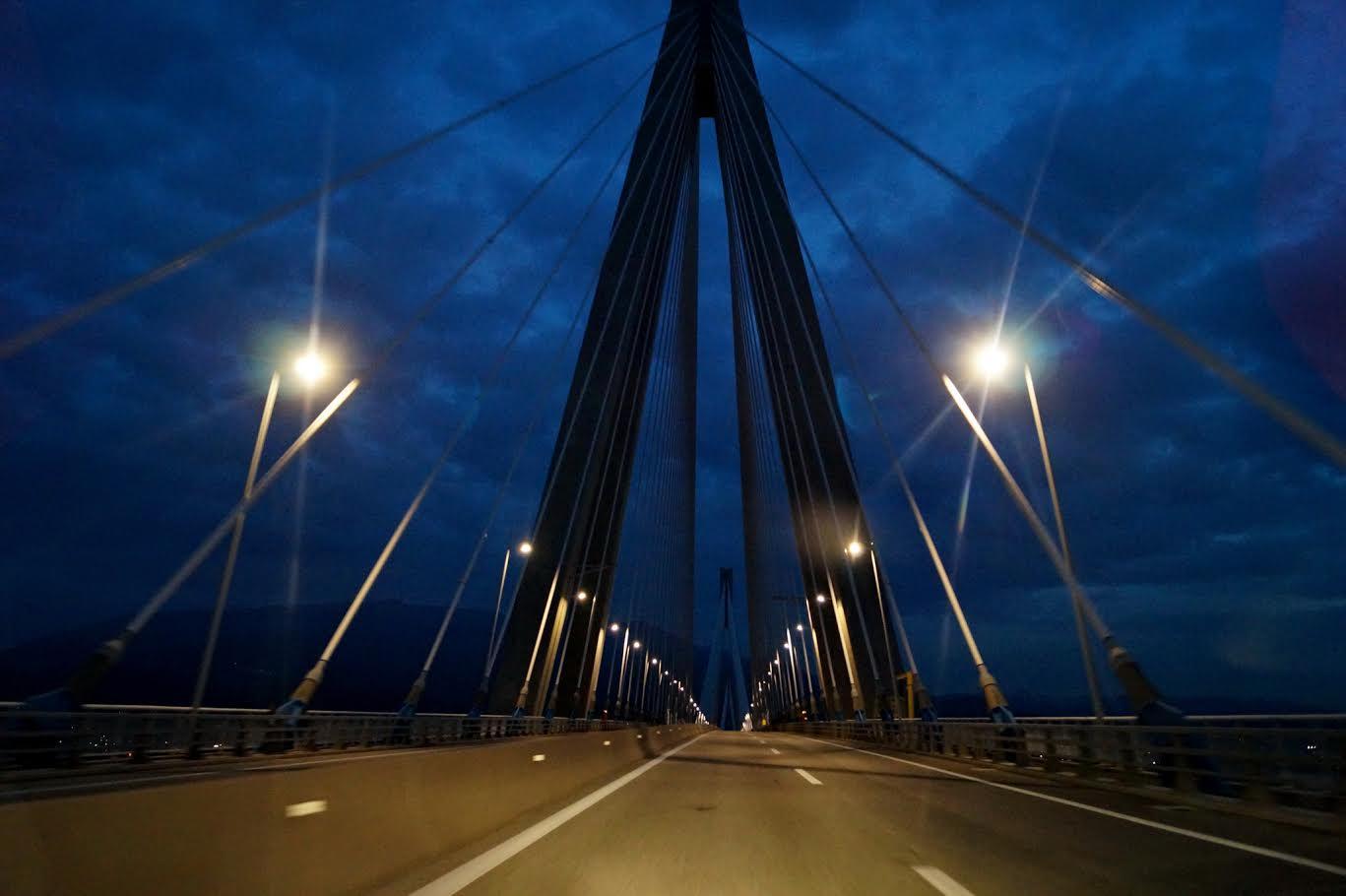 Γιατί δεν θα έχει διακοσμητικό φωτισμό η Γέφυρα το Σαββατόβραδο