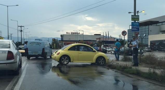 Σφοδρή σύγκρουση οχημάτων στο ύψος του ΚΤΕΛ