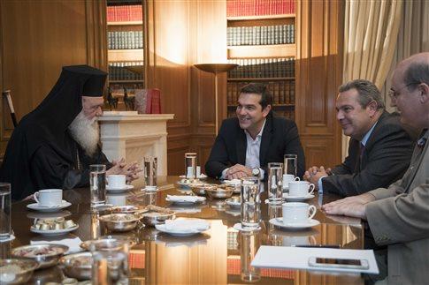 Στιγμιότυπο από τη συνάντηση. Διακρίνονται ο Αρχιεπίσκοπος, ο πρωθυπουργός και οι κ.κ. Καμμένος και Φίλης (Φωτογραφία: Eurokinissi )