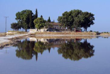 Παναγία Φοινικιώτισσα, το γραφικό εκκλησάκι χωμένο μέσα στην λιμνοθάλασσα!