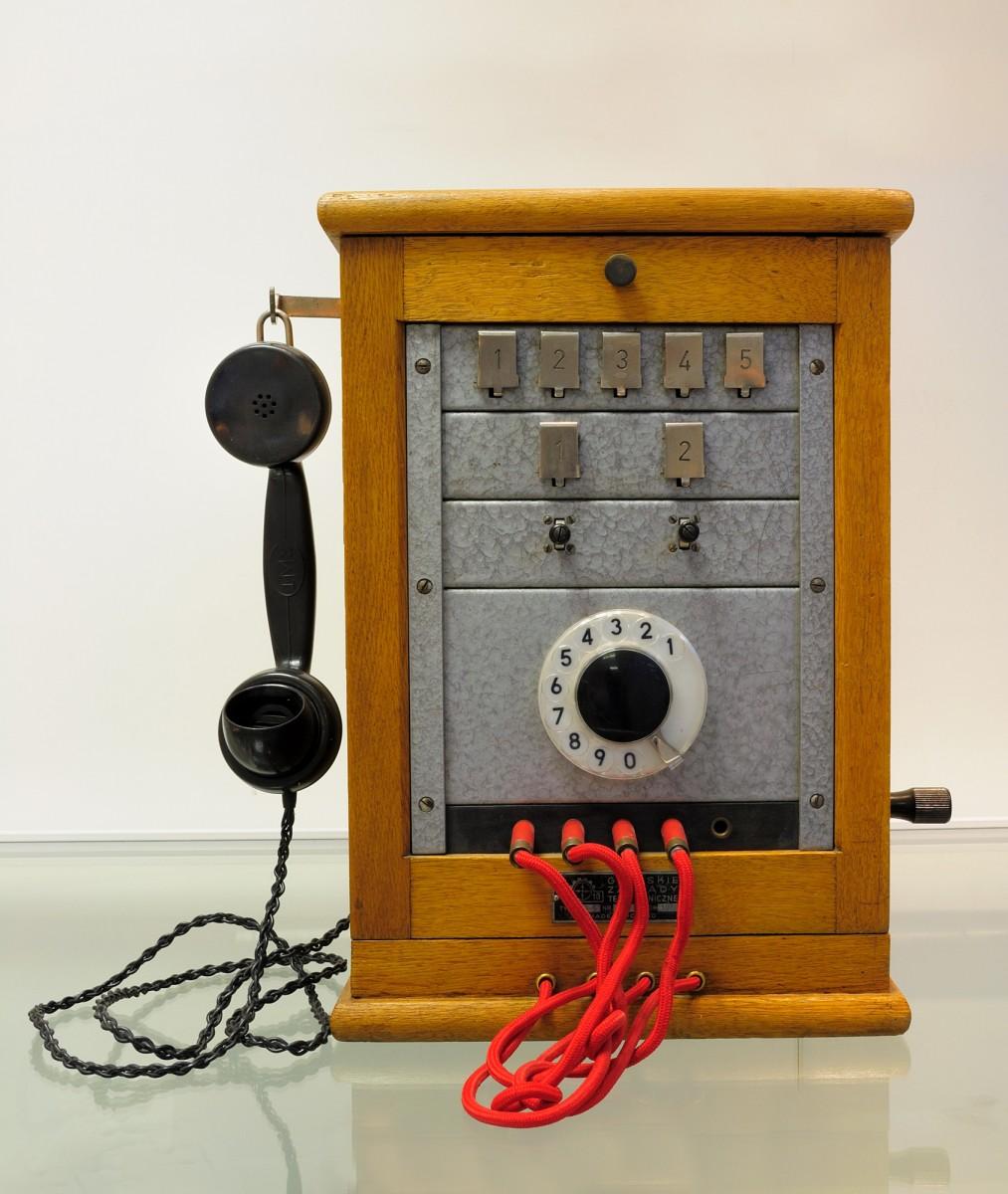 Ο Επιτραπέζιος Μεταλλάκτης της δεκαετίας του 1960 που χρησιμοποιούσαν οι τηλεφωνήτριες. Μουσείο Τηλεπικοινωνιών ΟΤΕ